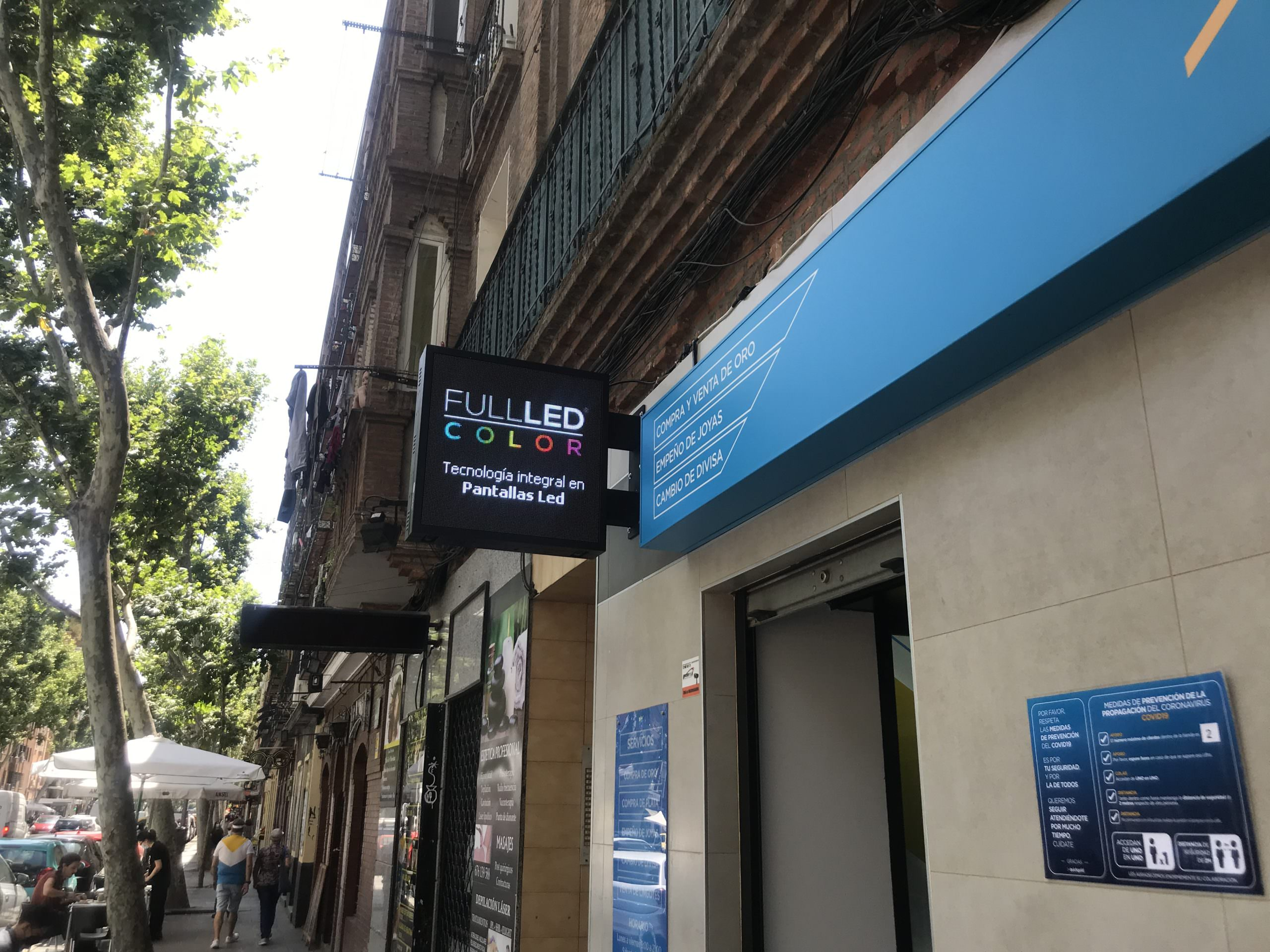 Banderola Led para franquicia – Quickgold Usera Madrid